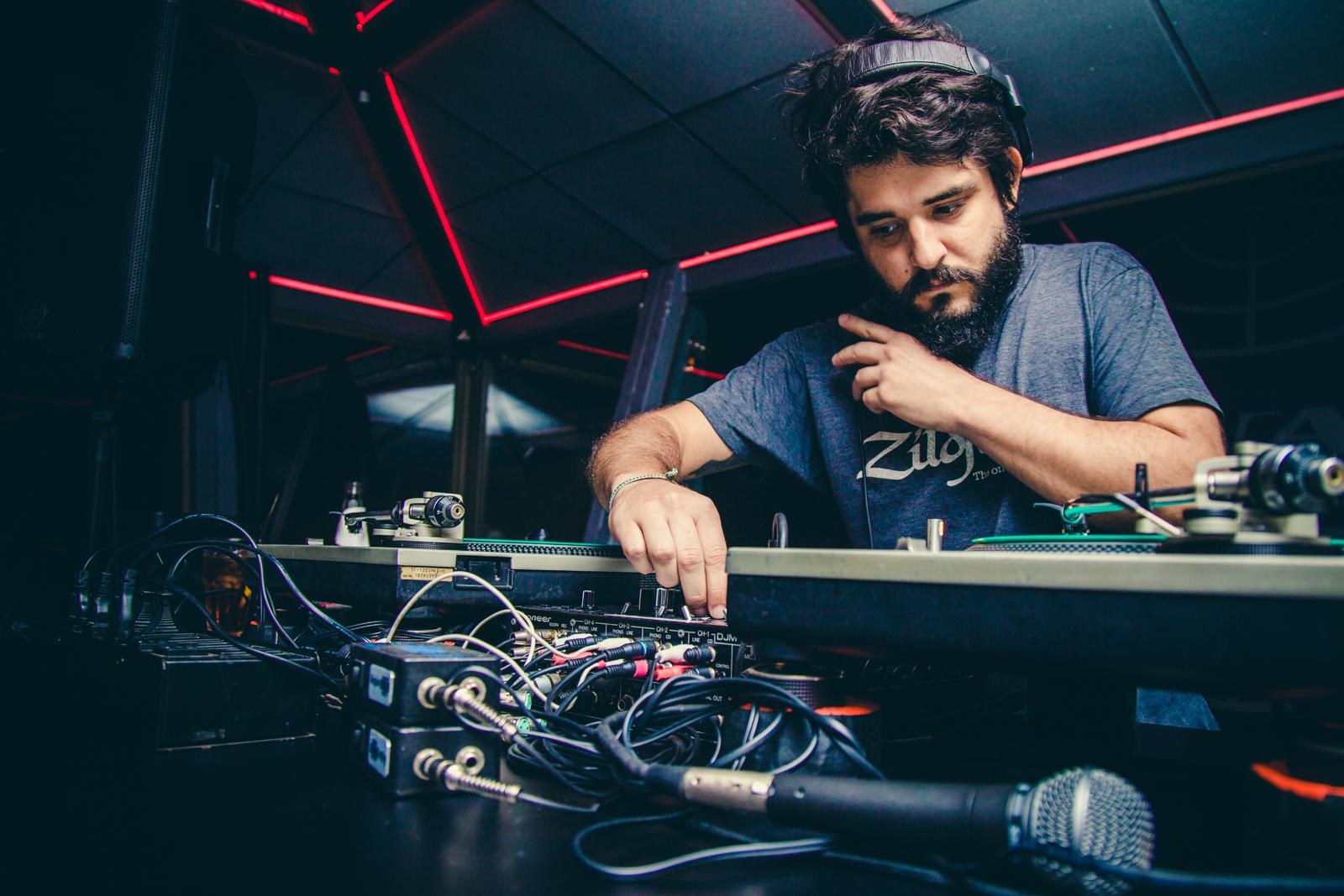 DJ Elohim Barros