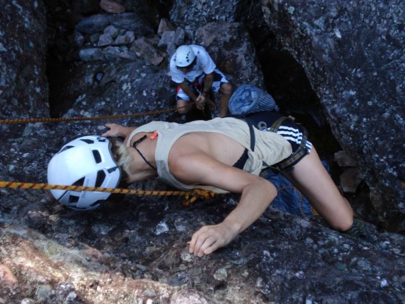 Fernanda Brianti escalando