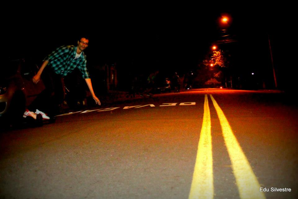 Skatistas dominam rua deserta na região do Ceasa
