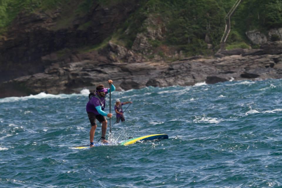 Gabriel Vilarinho e o líder do circuito mundial de SUP Wave Caio Vaz
