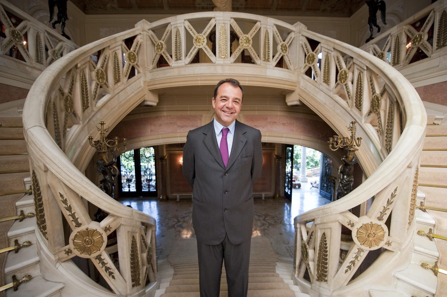 O governador Sérgio Cabral quis uma foto mais conservadora