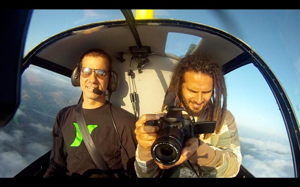 Bob e Zodi no helicóptero