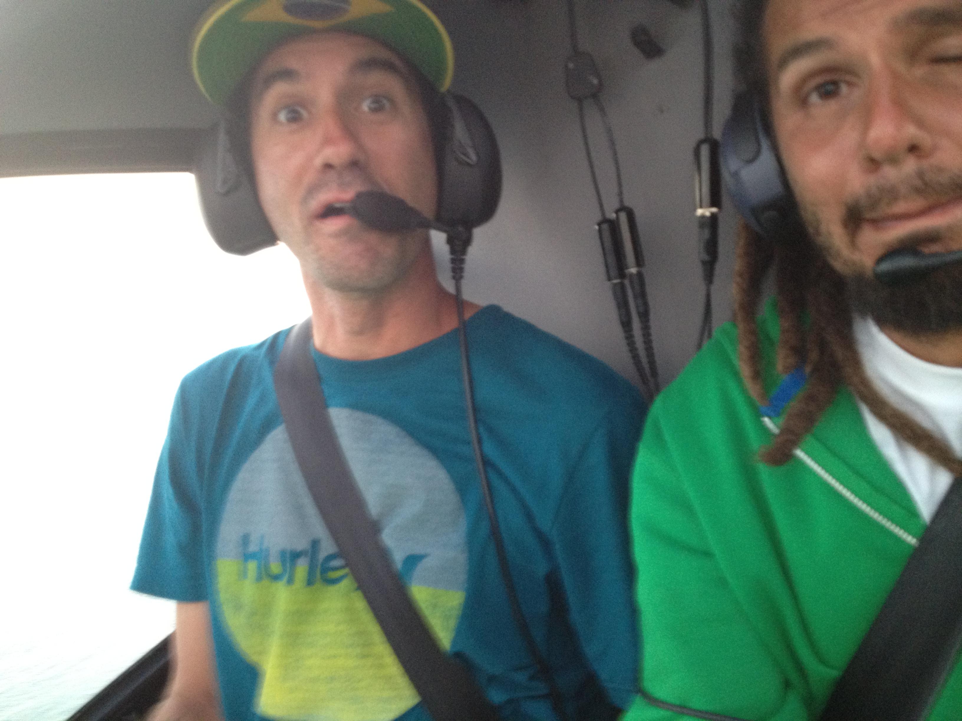 Bob e Zodi dando um rolê de helicoptero