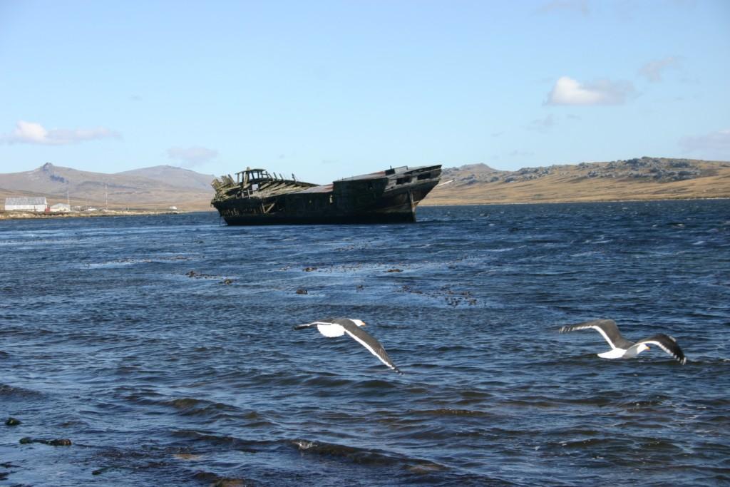 Antigo navio de guerra encalhado
