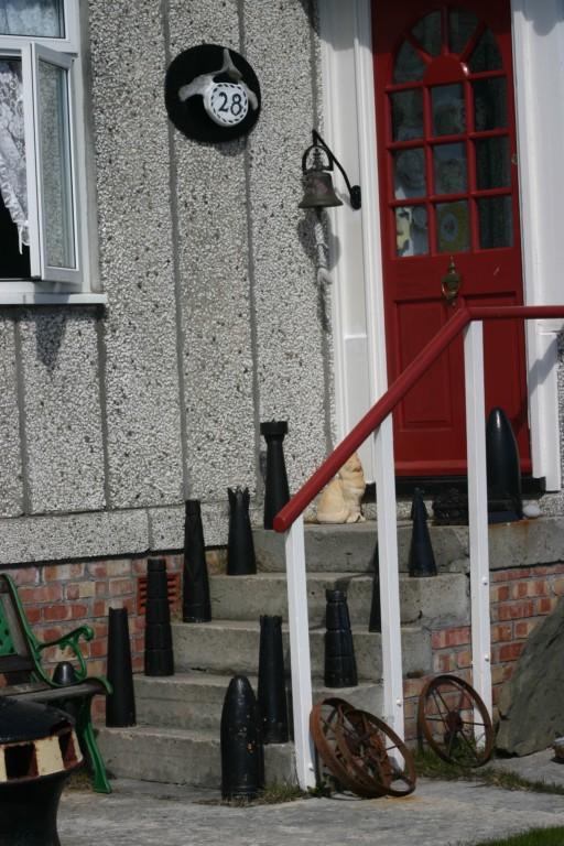 Peças de artilharia da Guerra das Malvinas são usadas de adorno