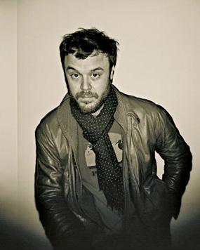Em foto feita por Fabrizio Moretti, Amarante chegando a Nova York para gravar o disco do Little Joy
