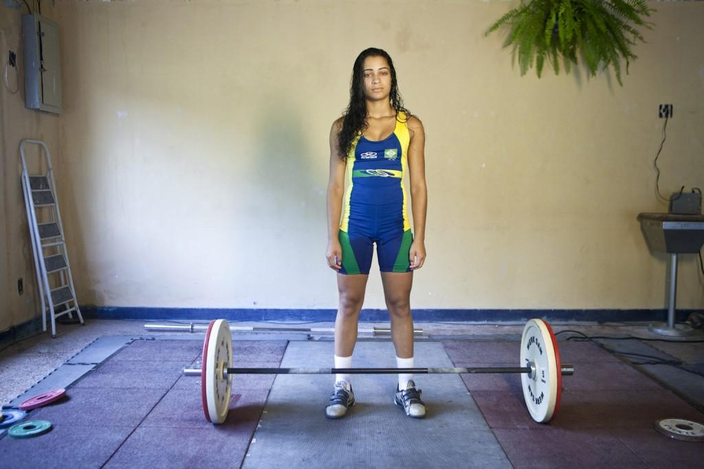 A jovem halterofilista Juliana-Nogueira