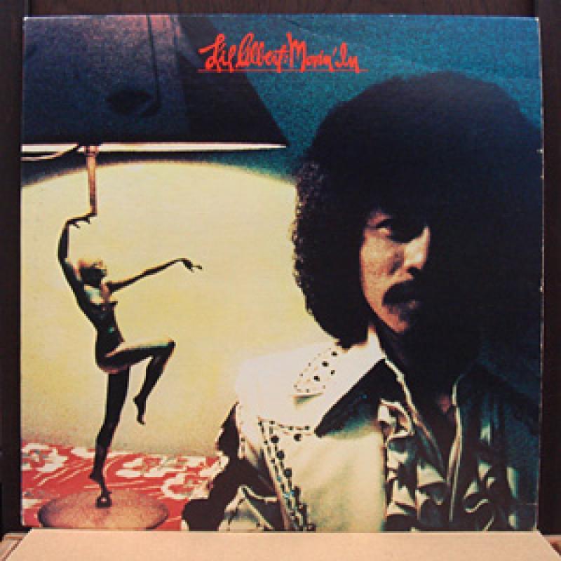 2. Lil Albert, 'Movin' In' (1976, Silvercloud Records): 'Movin' In' é um daqueles álbuns clássicos de soul celebrados por alguns, mas esquecido por muitos. O mundo merece ouvir Lil Albert cantando, sua música é pura e poderosa. Para um cara pequeno, ele traz mais do que a maioria dos cantores com cada performance: presença, carisma e um gogó de ouro. 'Movin' In' traz alguns dos melhores sons que já ouvi, e a única pessoa que poderia imortalizar a faixa 'My Girl Friday' é Lil Albert. E isso diz muito