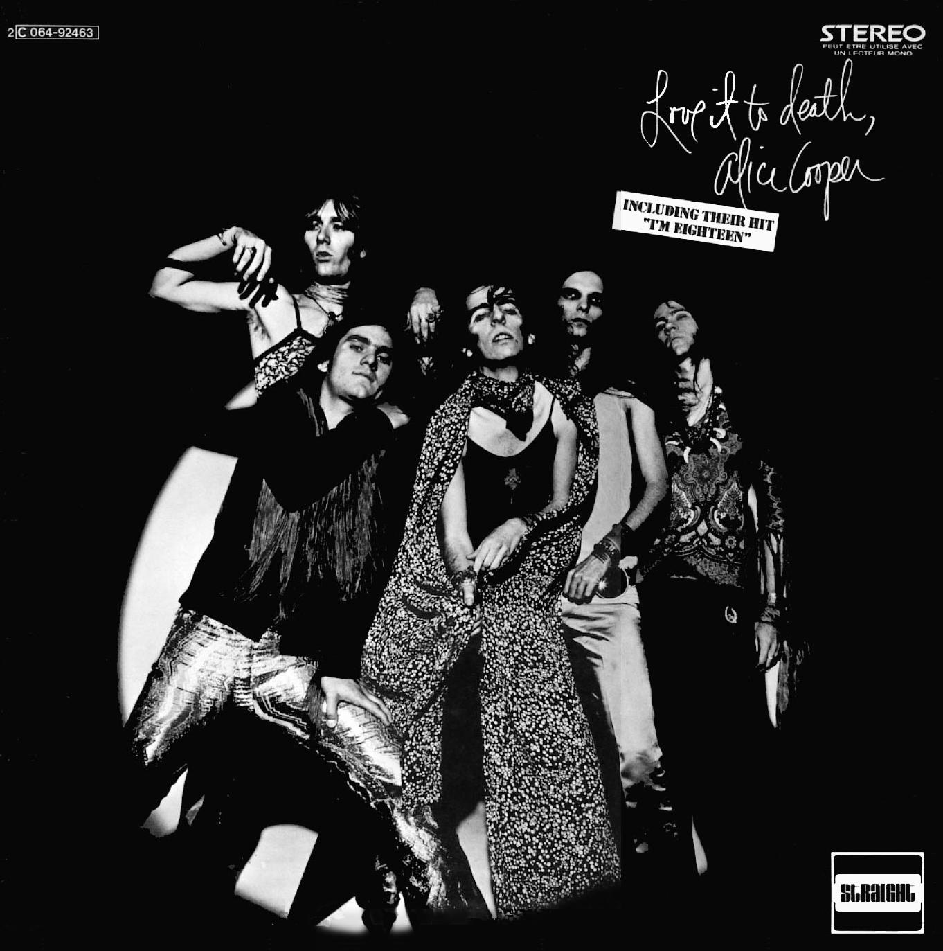 Alice Cooper - Love It to Death: Um dedo nunca causou tanto problema antes de 1971. Na capa do terceiro disco do inventor do shock rock, Cooper atravessou o ziper de sua calça com um dedo. Isso foi o suficiente para a capa ser censurada em diversas lojas e ter sua foto modificada em todas as edições posteriores do disco
