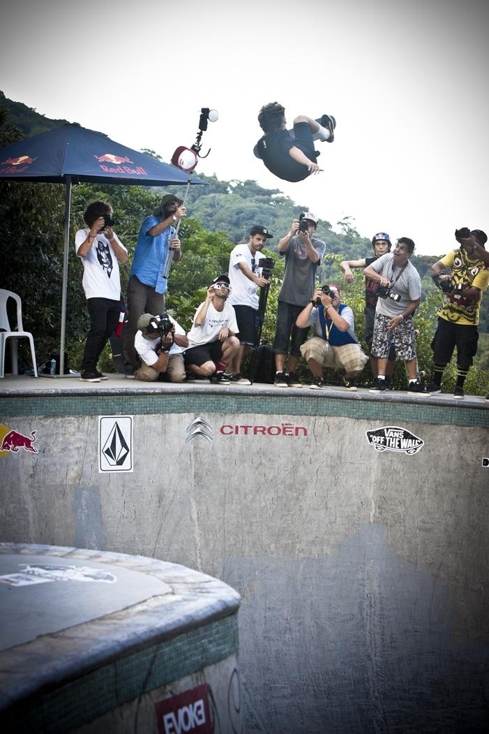 Pedro Barros perde o boné no seu bowl particular em Florianópolis