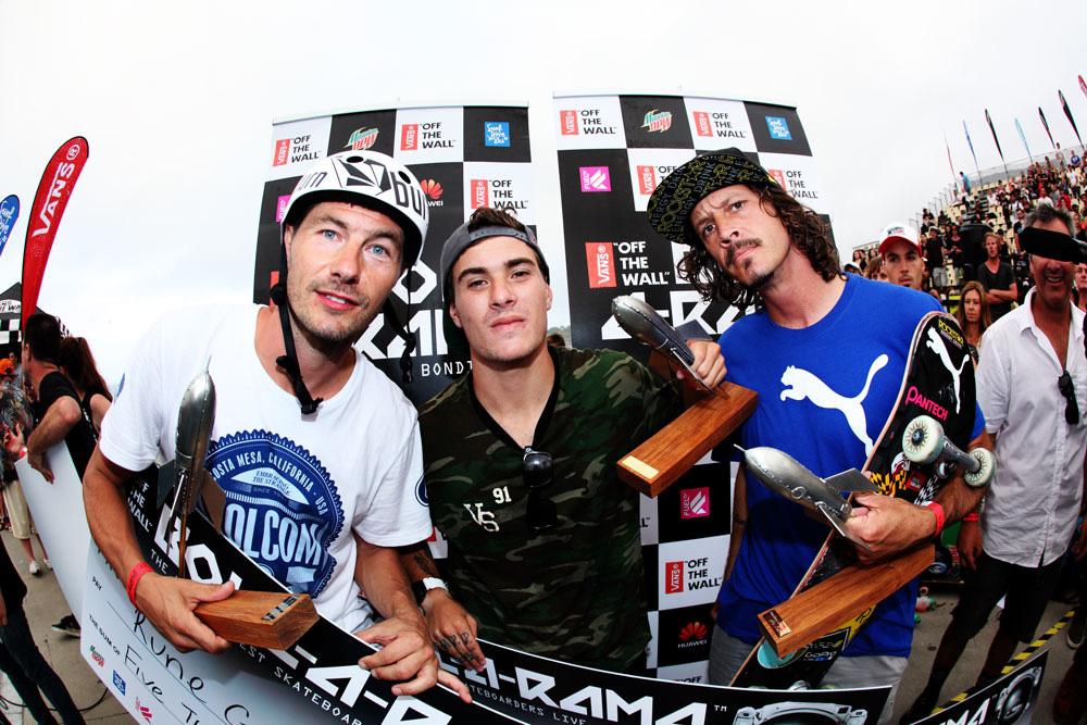 O podium do Bowl-a-Rama: (da esq. para a dir.) Rune Gilfberg, Pedro Barros e Bucky Lasek