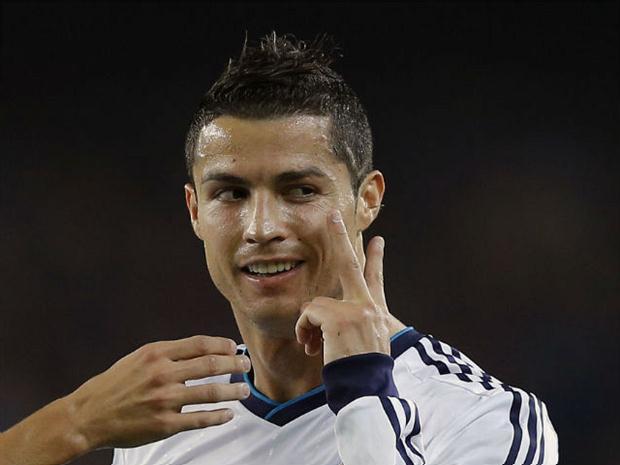 O atacante Cristiano Ronaldo segurou as pernas em US$ 132 milhões
