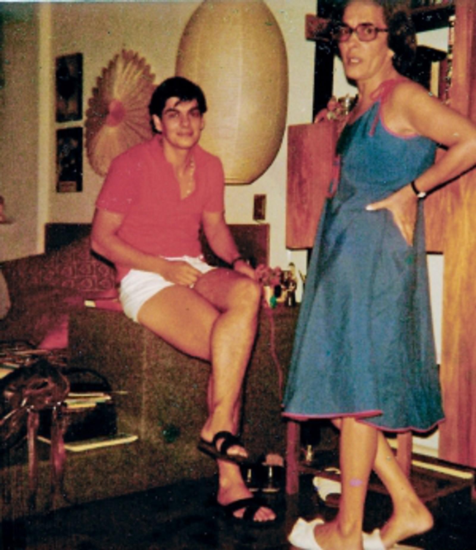 João após a cirurgia com sua amiga Martha Reis