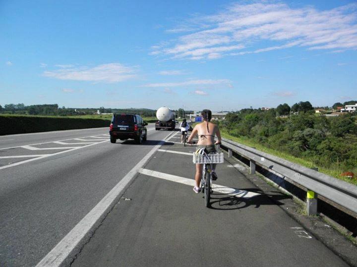Renata pedalando