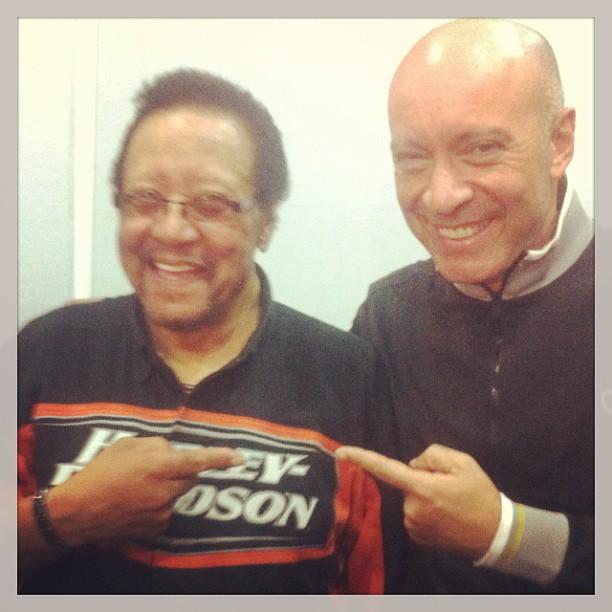 Edgard Scandurra tieta o ídolo Billy Cox (ex-Jimi Hendrix Experience e Band of Gypsis), com quem se apresentou na noite de sábado no Palco São João
