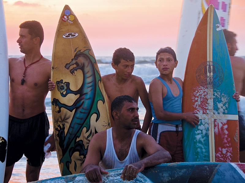 Integrantes do Cçube de Surf de Gaza