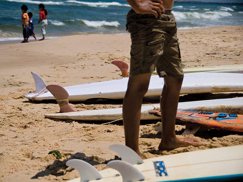Pranchinhas doadas pela ONG israelense Surfing 4 Peace