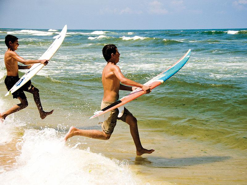 As novas gerações do Clube de Surf de Gaza