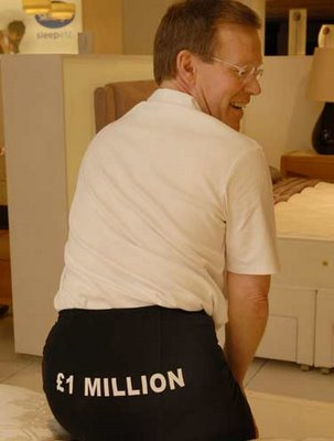 o testador de colchões Graham Butterfield segurou sua bunda em £ 1 milhão
