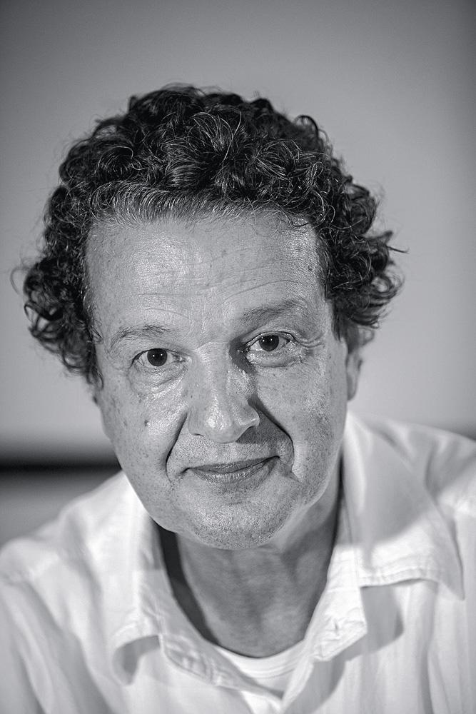 """""""Sim, tem jeito. No dia em que o sistema educacional brasileiro for capaz de tratar a questão sem hipocrisia e alguns malucos da mídia deixarem de bater na tecla de que não há racismo no Brasil"""", Juca Kfouri,  64 anos, comentarista esportivo"""