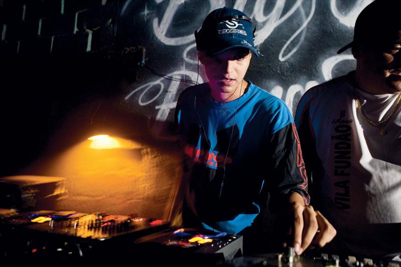 DJ Hermê discoteca funk carioca no Galpão Night