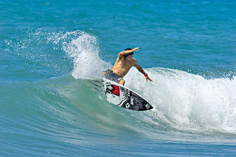 Igor Morais nas ondas da ilha
