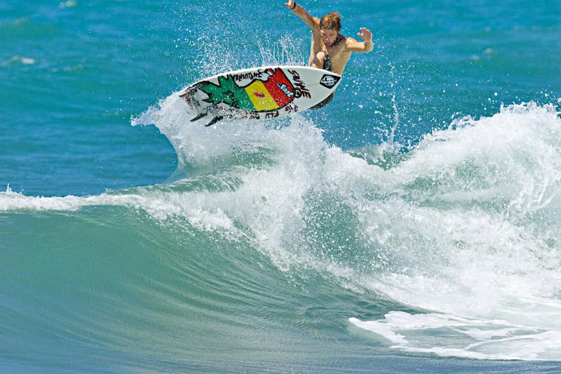 Yuri Castro voa nas ondas da ilha