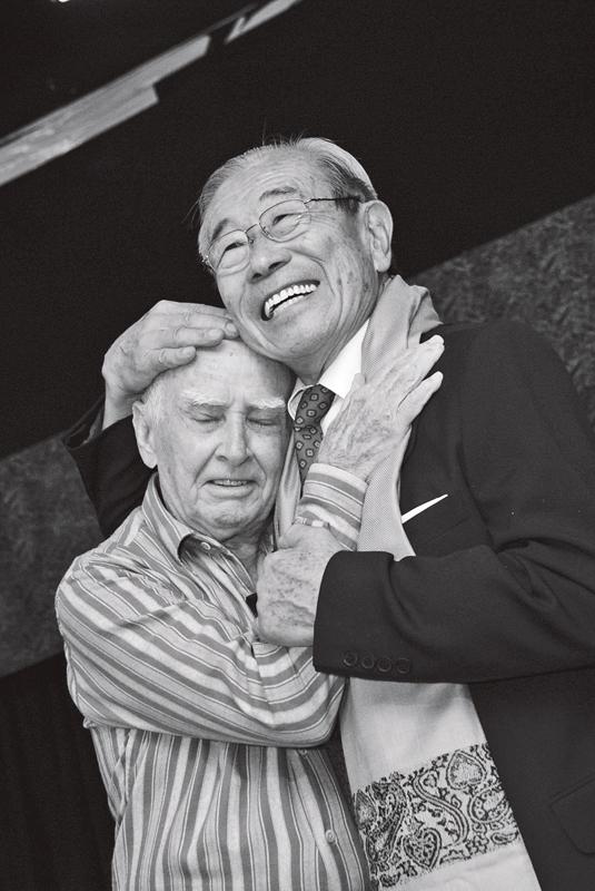 Shotaro e o amigo prof. Hermógenes, outro precursor da ioga no Brasil