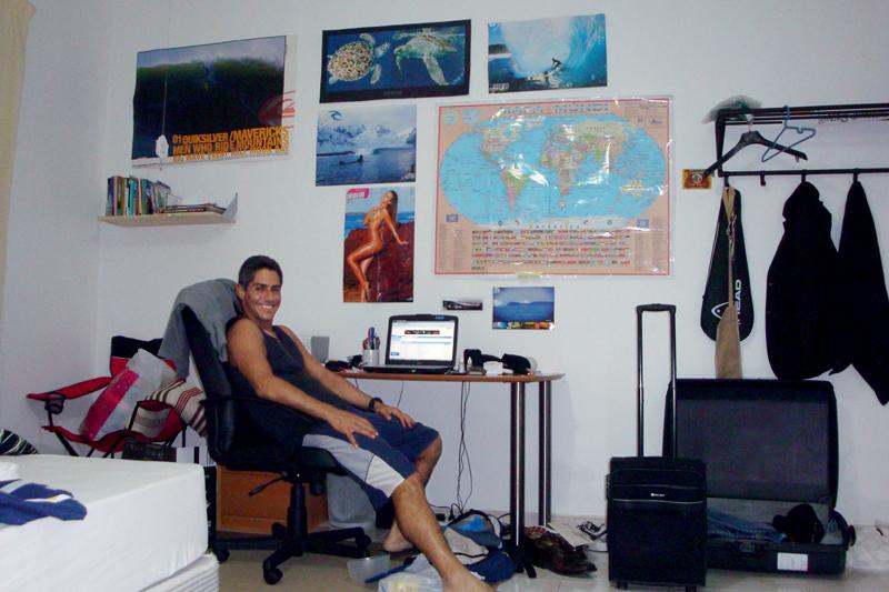 Claudio em seu quarto grande, viajando em Dubai