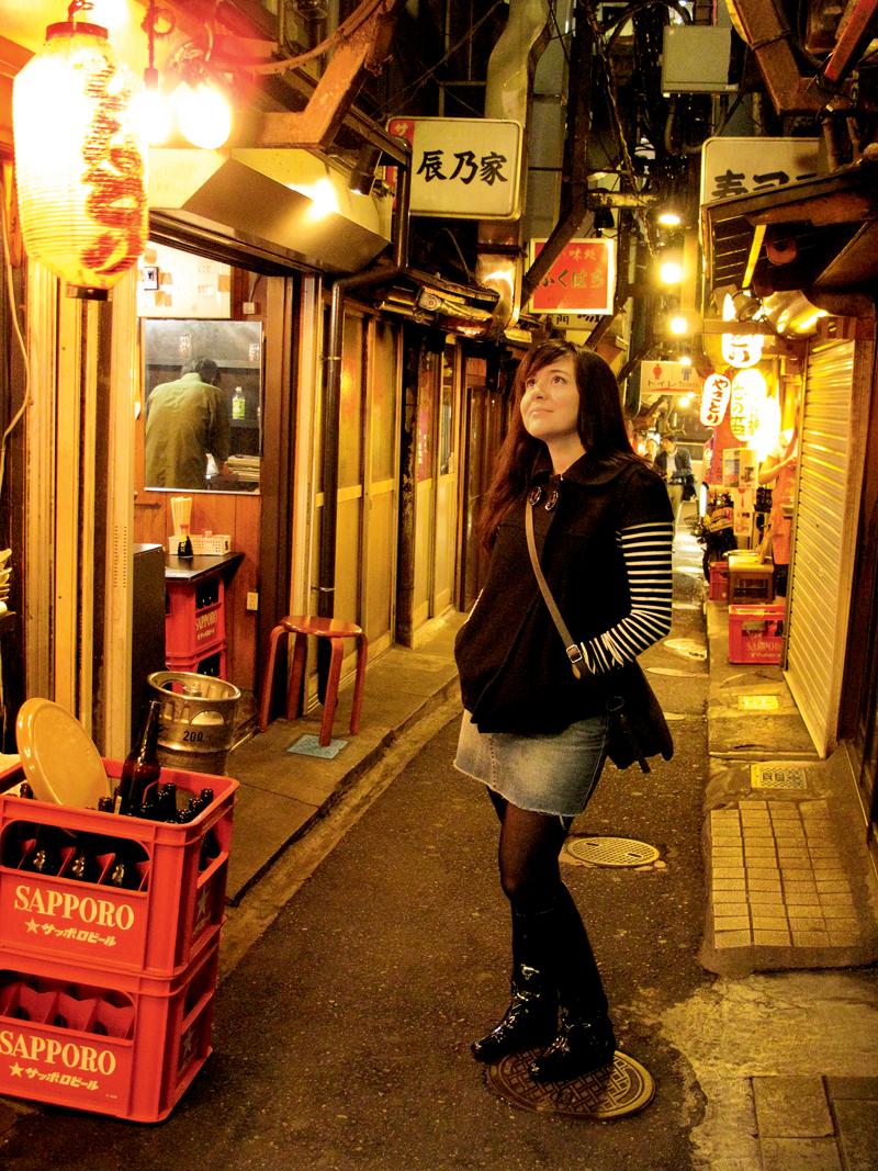 Fran na Omoide Yokocho, uma das ruelas mais antigas e tradicionais de Tóquio