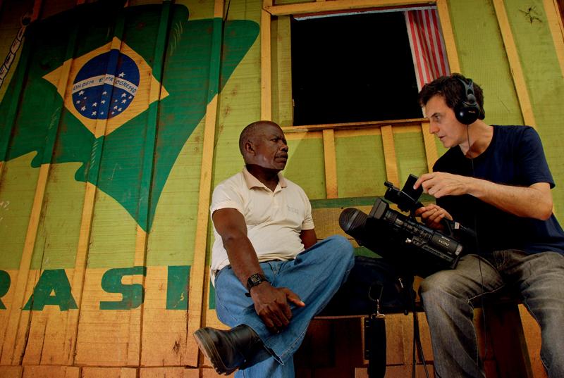 Victor Lopes (dir.) com o ex-garimpeiro Pelé