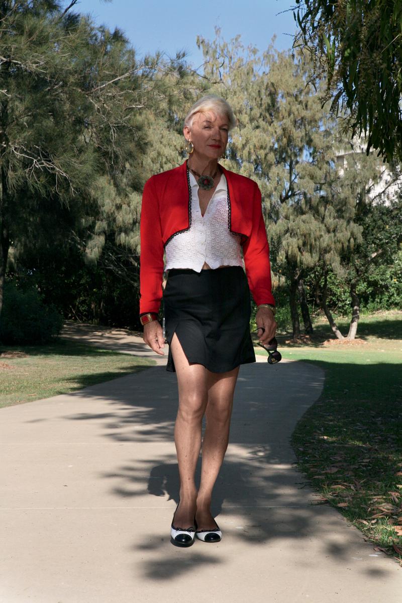 Ela exibe seu caminhar de pantera perto de Surfer's Paradise, Austrália
