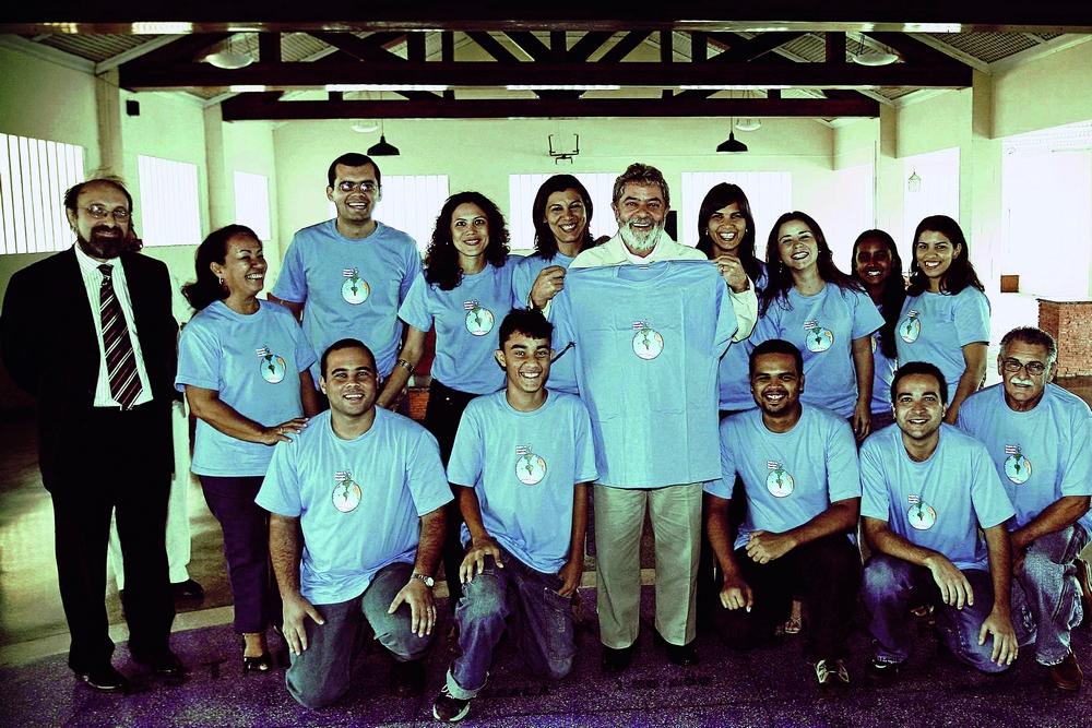 Lula, um dos ídolos do ex-militante do PT Nicolelis, em uma visita a uma das escolas do Natalneuro