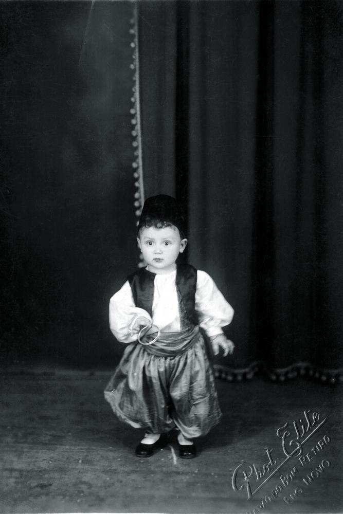 Fantasiado de cigano no Carnaval de 1935