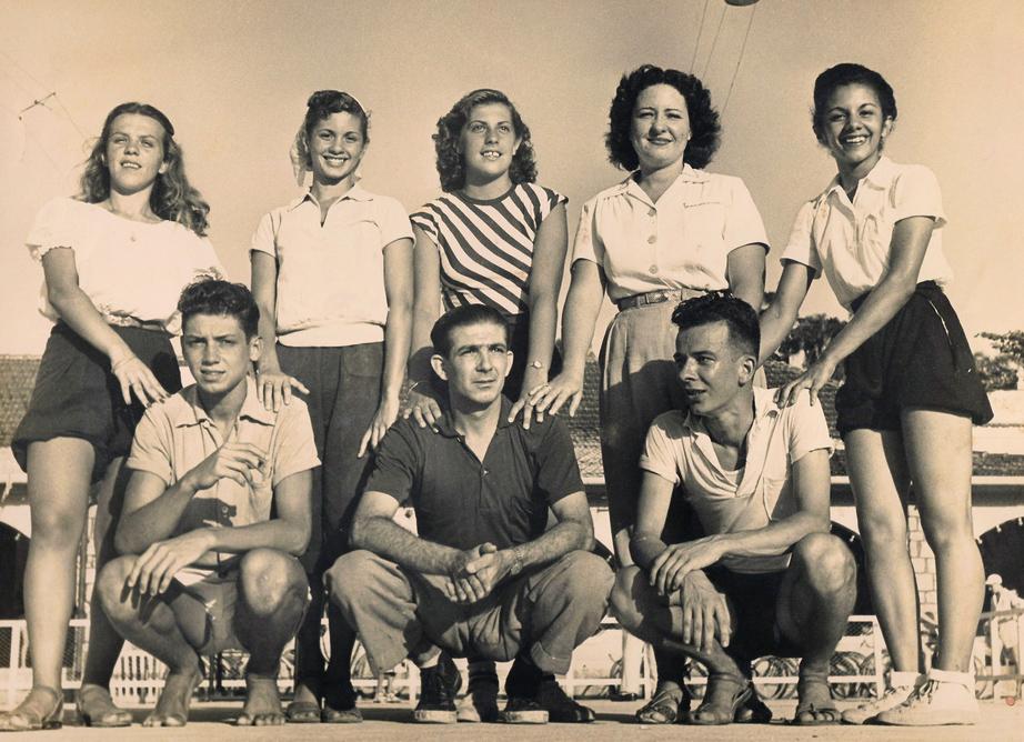 O arquiteto (à esq.) nos tempos das peladas do Colégio Militar, quando ganhou o apelido de Lelé, por jogar na mesma posição do jogador homônimo do Vasco da Gama, artilheiro do campeonato carioca de 1945