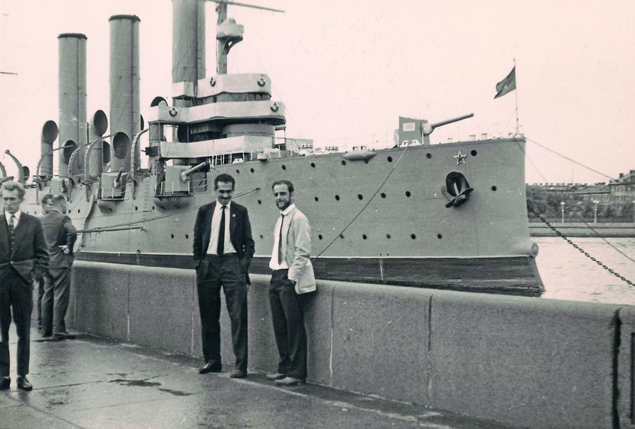 1963, com Sabino Barroso, da equipe Oscar Niemeyer, em visita ao leste europeu