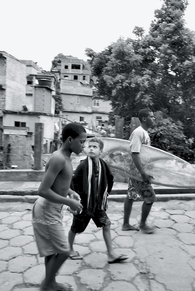 Naamã (ao meio) desce o Pavão-Pavãozinho