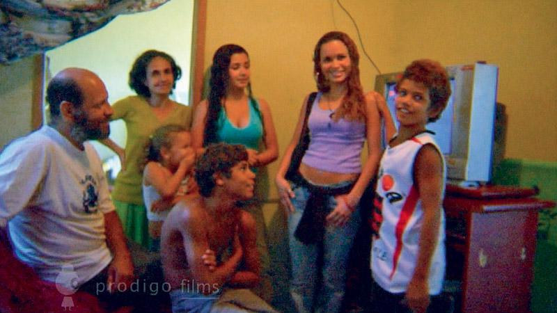 Naamã com sua família em casa; num mirante do Pavão-Pavãozinho