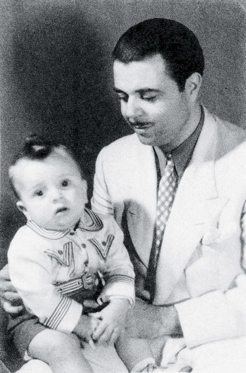 Com o pai Juan, cantor catalão