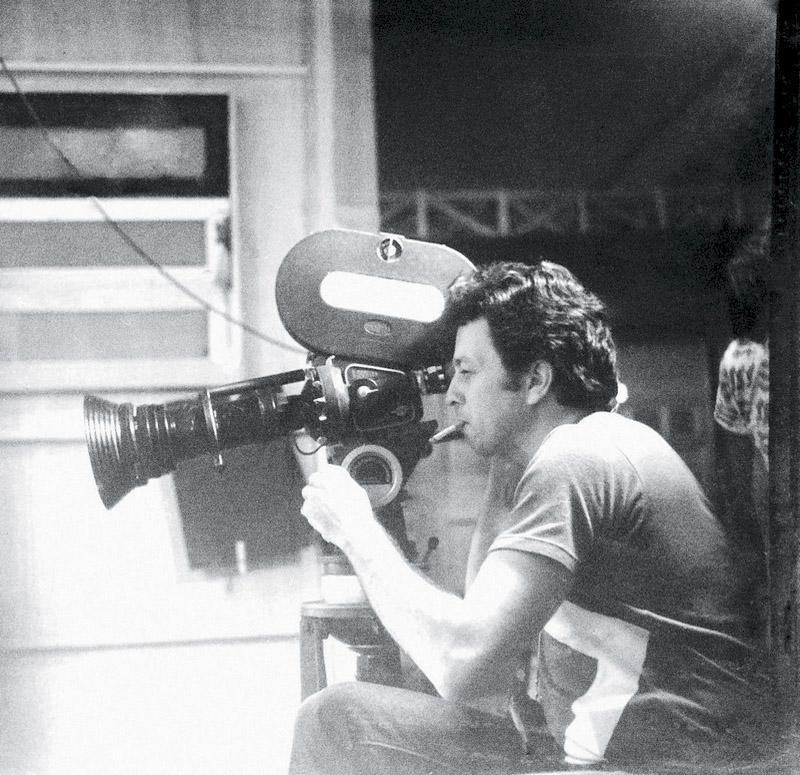 Dirigindo o filme O casal (1975), na primeira fase de sua carreira de cineasta