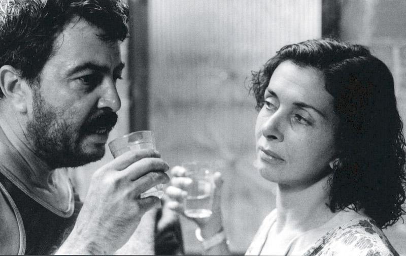 contracenando com a ex Betty Faria no filme Romance da empregada (1987)