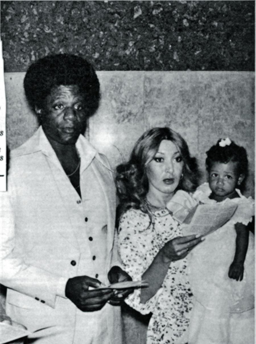 Toni Tornado e a esposa, Maritza, no batizado da filha Aretha