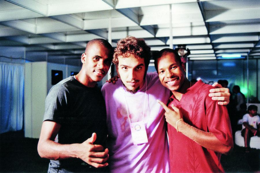 Ffoto com os músicos Claudinho e Buchecha