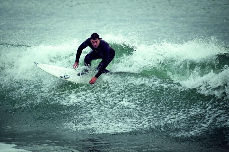 Uma das maiores ondas já surfadas em Medulin, litoral croata, onde dificilmente elas passam de um metro.