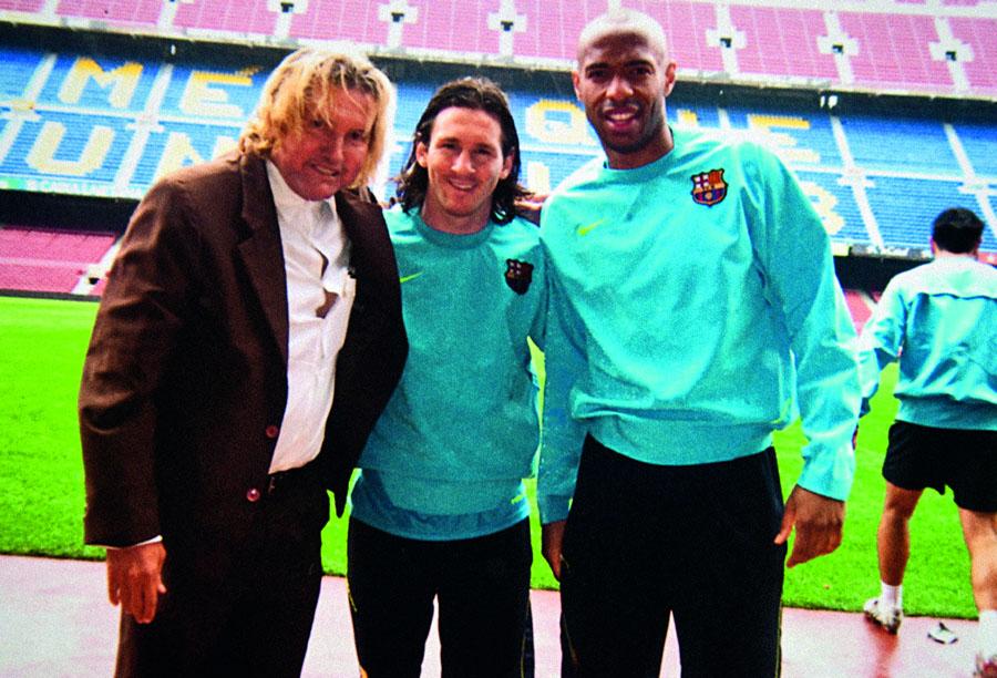 Com os craques Messi e Henry em Barcelona