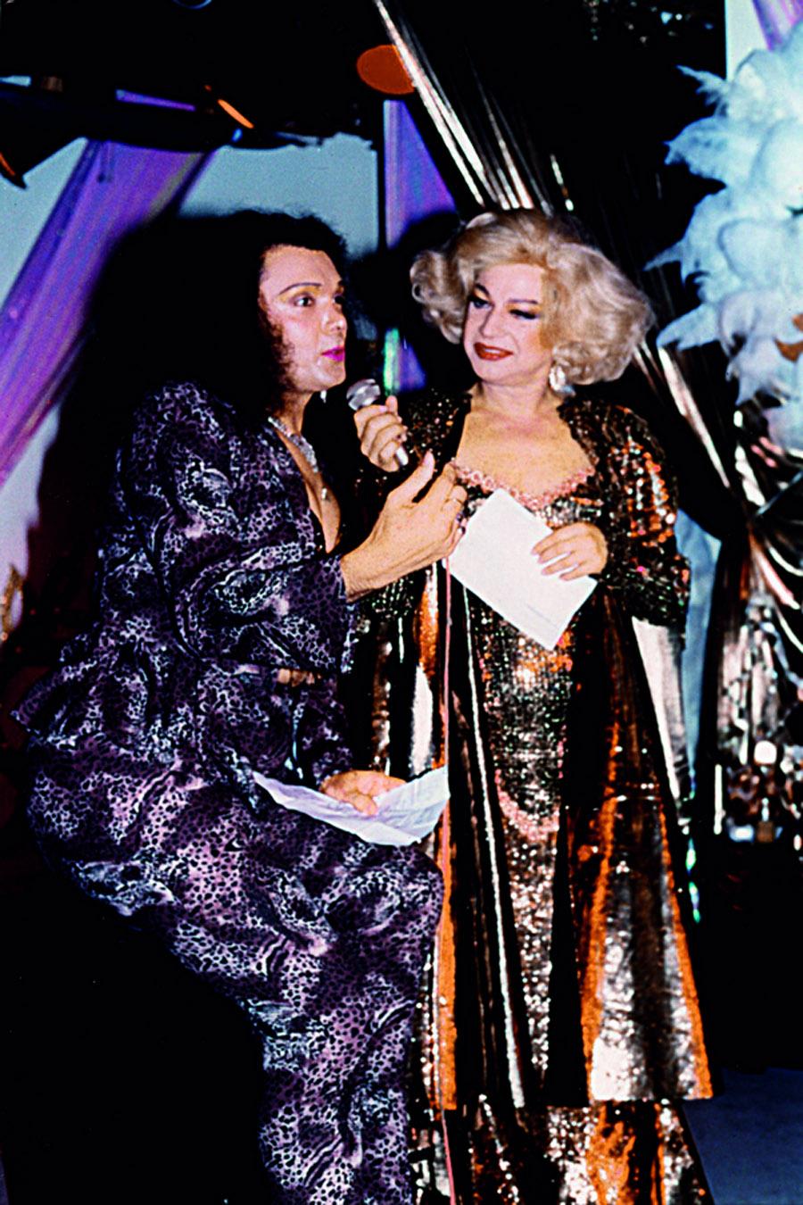 Ela sabia quem deveria tratar bem e quem era marginal, afirma Miss Biá, a mais antiga travesti do Brasil, com Andréia na Nostromondo