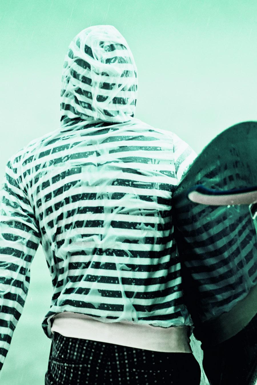 TRIP_191_moda_0004Jaqueta Adidas Originals R$ 289,90 + calça Penguin R$ 289 + longboard Neco Carbone R$ 1.600