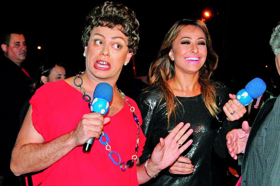 Sabrina com o humorista Carioca na versão Dilma