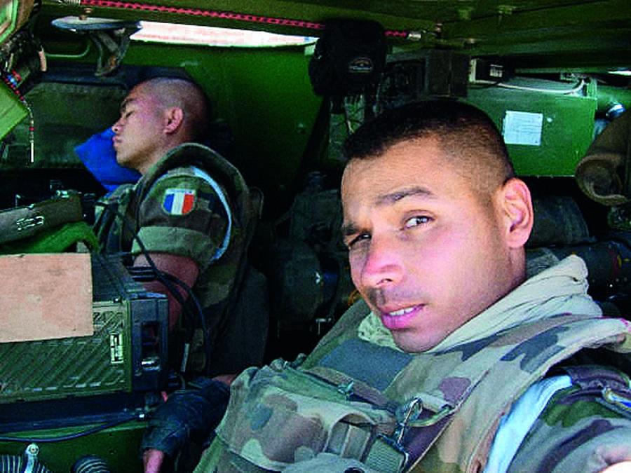 Dentro de um blindado no Afeganistão
