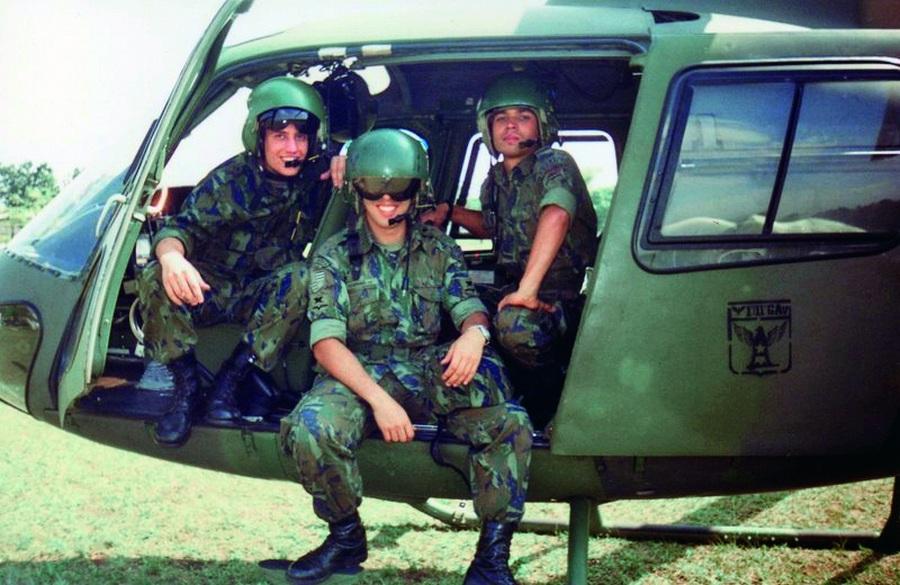 Em helicóptero da aeronáutica brasileira